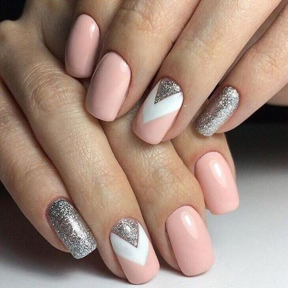 nail art rose triangle